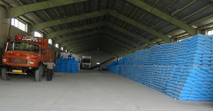 حمل 100 تن کود اوره به شهرستان شاهرود