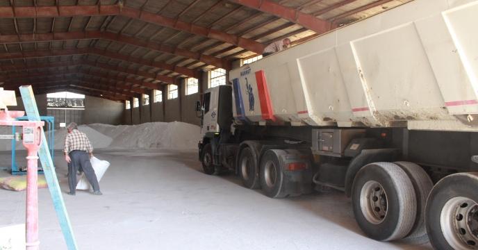 کارگزاران سرابله کود فسفاته  مورد نیاز کشاورزان را توزیع کردند