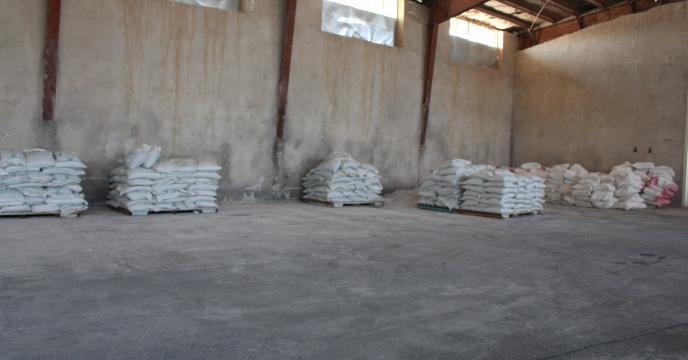 کارگزاران دهلرانی  کود فسفات  مورد نیاز کشاورزان را توزیع کردند