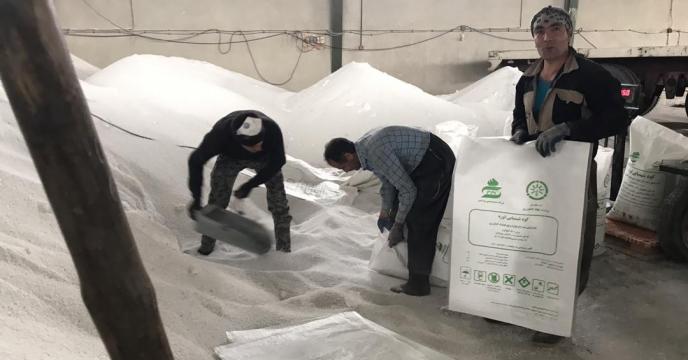 کیسه گیری مقدار 42 تن کود اوره فله در انبار کود استان آذربایجان غربی