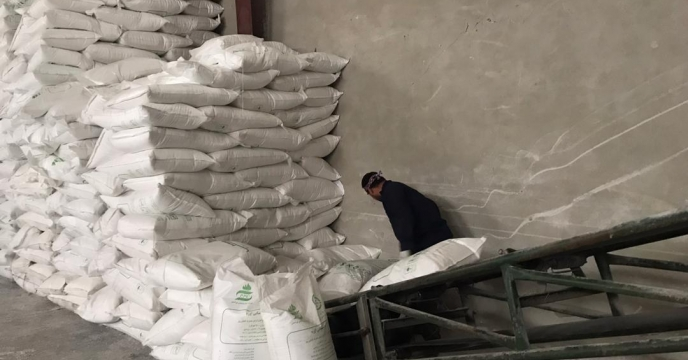 تامبن و ارسال مقدار 15 تن کود اوره  به شهرستان پلدشت