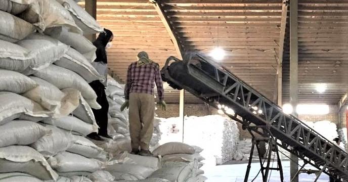 تخلیه مقدار 25 تن کود سوپرفسفات تریپل  ارسالی از  بندر عباس در انبار سازمانی آذربایجان غربی