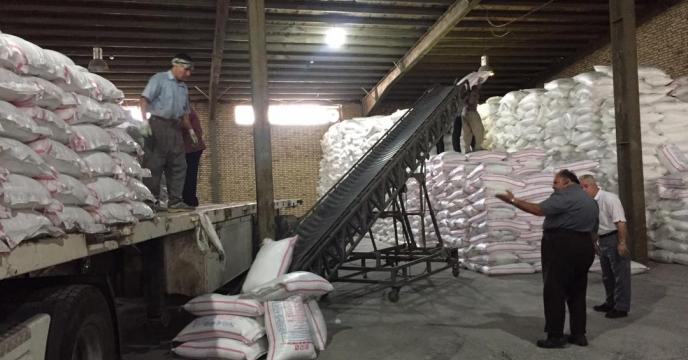 تخلیه مقدار 74 تن کود اوره ارسالی از کرمانشاه در انبار آذربایجان غربی