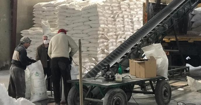 کیسه گیری مقدار 30 تن کود اوره فله در انبارکود استان آذربایجان غربی