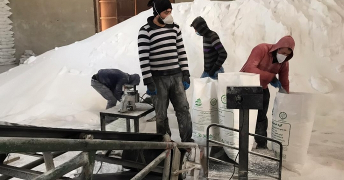 کیسه گیری مقدار 45 تن کود اوره فله در انبارکود استان آذربایجان غربی