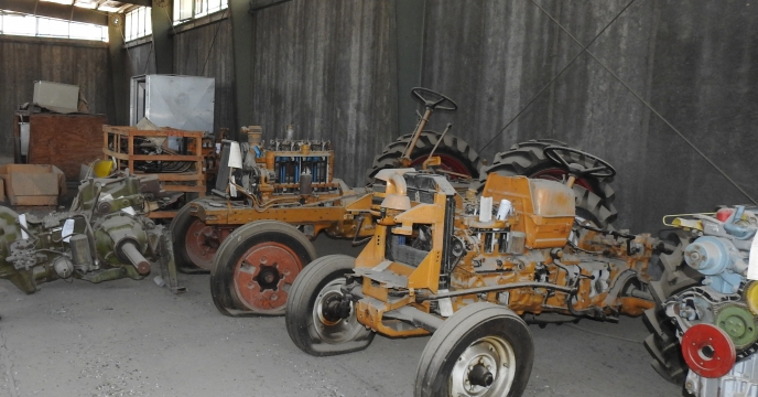 بازدید شرکت کنندگان مزایده از ماشین آلات و قطعات