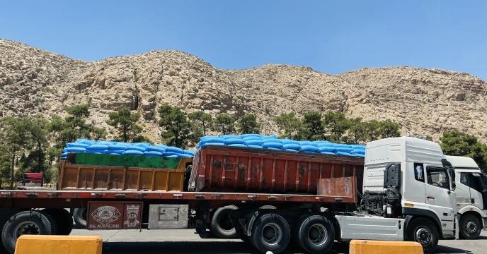 حمل کود شیمیایی به مقصد انبار کارگزاران استان مازندران