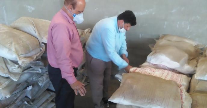 نمونه برداری از کودهای مکشوفه موجود در انبار سازمان تملیکی البرز