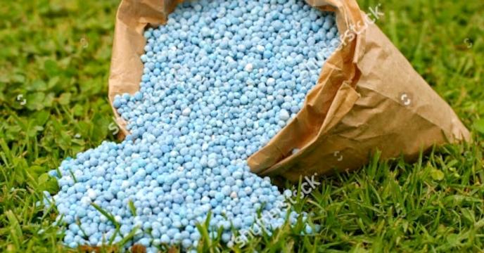 توزیع 718 تن انواع کود شیمیائی توسط کارگزار بخش خصوصی(یداله آراسته) شهرستان خنج