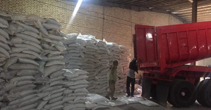 تخلیه مقدار 50 تن  کود سوپرفسفات تریپل  در انبار سازمانی آذربایجان غربی