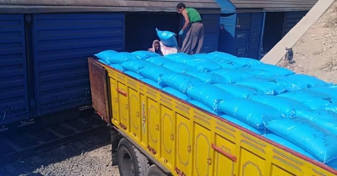 ارسال کود اوره به کارگزار بخش خصوصی شهرستان مرودشت استان فارس
