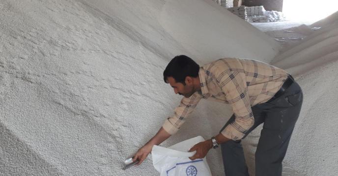 انجام عملیات نمونه برداری از کود فله  سولفات پتاسیم گرانوله از انبارهای استان مرکزی