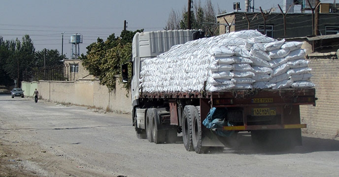 تأمین و توزیع 800 تن انواع کود شیمیایی برای شهرستان نهاوند استان همدان