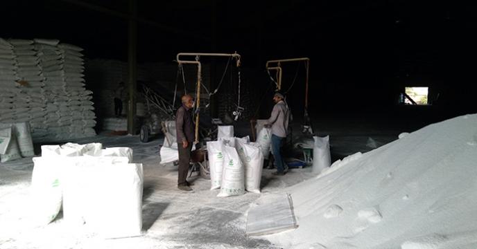 عملیات کیسه گیری کود شیمیایی فله در شرکت خدمات حمایتی کشاورزی استان همدان