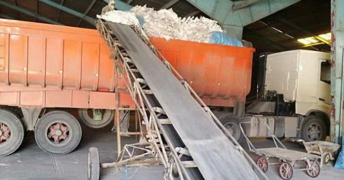 ارسال محموله کیسه های خالی مستعمل از انبارهای سازمانی فارس به مقصد مناطق سیل زده استان خوزستان جهت استفاده به عنوان سیل بند