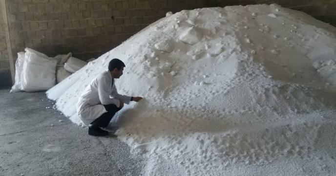 نمونه برداری کود اوره ارسالی از استان یزد واقع در انبار کود شهید شاملو اراک