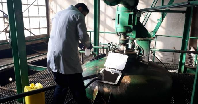 نمونه برداری از بچ 1 پارت 11 روغن ولک تولیدی مجتمع شیمیائی آبیک