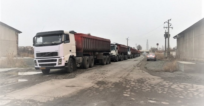 صف انتظار برای تخلیه کود در استان آذربایجان غربی