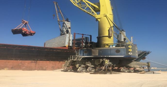 پایان عمليات تخلیه خاک فسفات در اسکله نگین بندر بوشهر