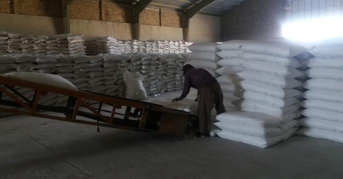 توزیع کود اوره در شرکت تعاونی اتحاد روستای مالمیر ، منطقه خنداب