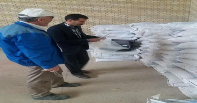 نمونه برداری از کودهای موجود در انبارهای کارگزاران در دیماه سالجاری استان مرکزی